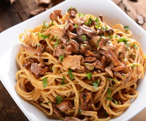 Chicken-and-Mushroom-Pasta-Roundup_tuggml